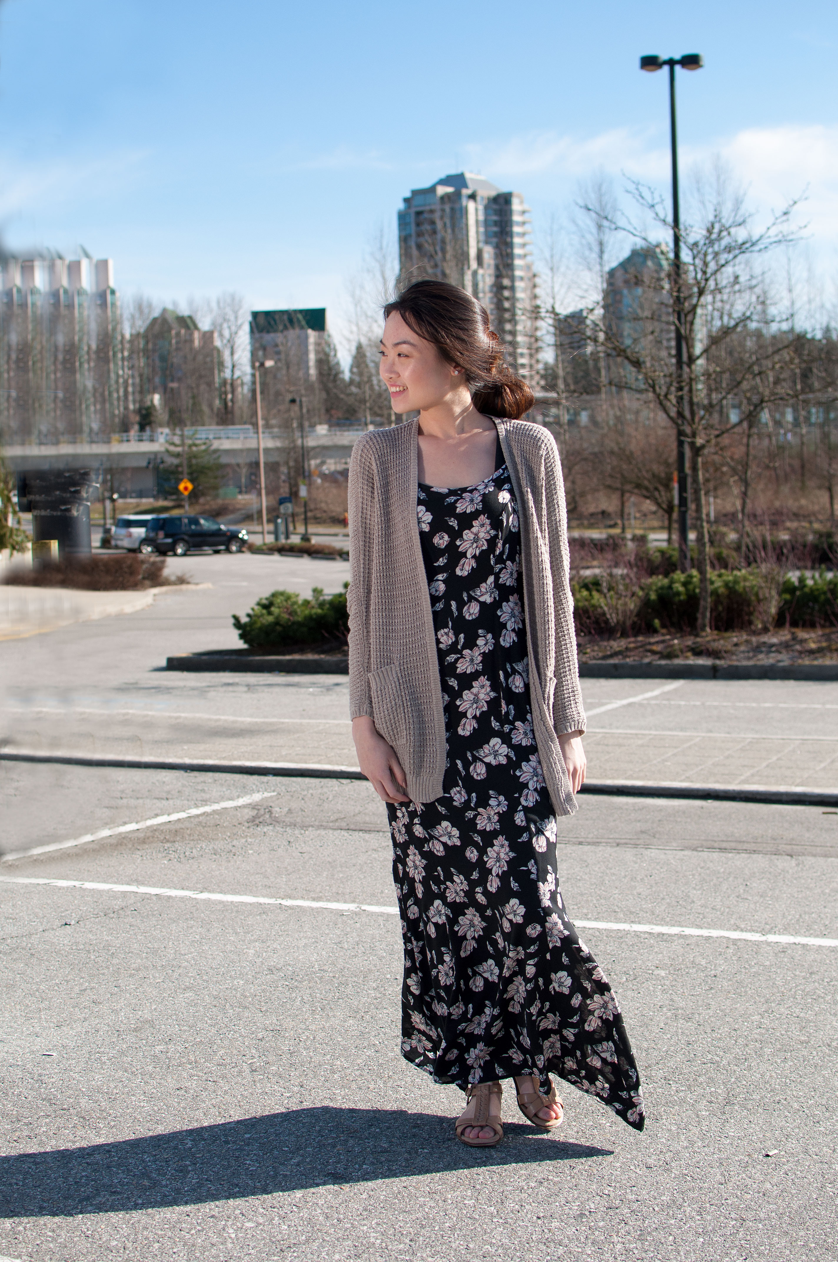Aislante persona que practica jogging editorial  Floral Maxi to Welcome Spring! – Little Limelight